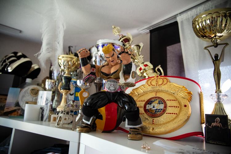 http://thomas-lobenwein.de/files/gimgs/99_tlobenweinalphafemale-023.jpg